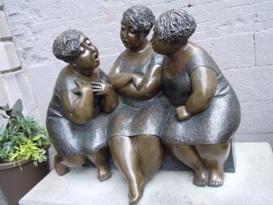 women-1637150_1920